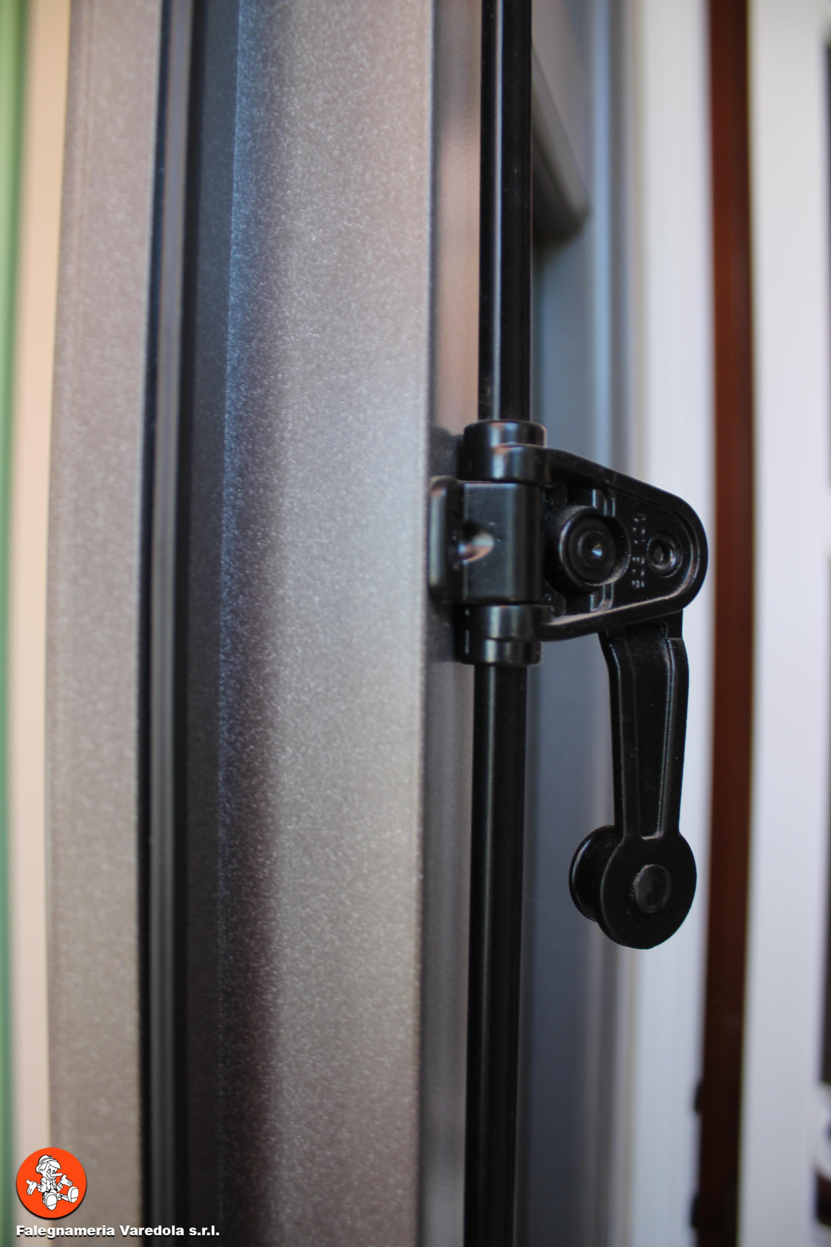 Falegnameria Varedola S.r.l.-53 dettaglio alluminio
